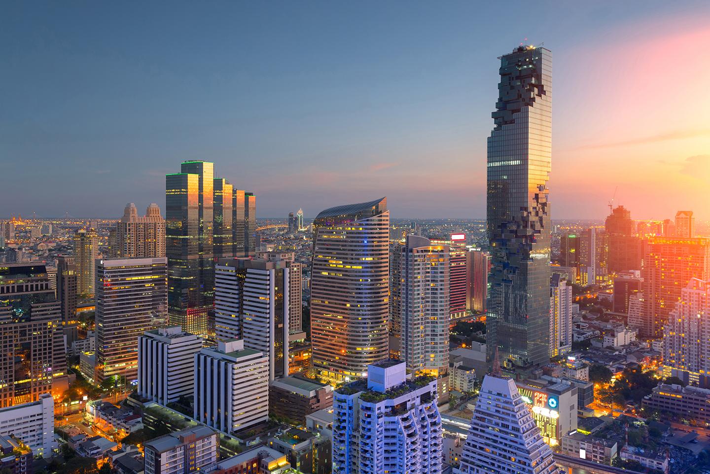 Skyline di Bangkok con vista sulla King Power MahaNakhon Tower